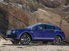 2017-Bentley-Bentayga-front-three-quarter