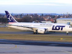 LOT_Boeing_787-8_SP-LRA_Lebeda