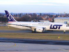LOT_Boeing_787-8_SP-LRA_Lebeda