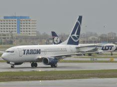 TAROM_Boeing_737-700;_YR-BGH@AMS;15.04.2013_705dy_(8680625362)