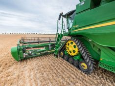 John_Deere_T670i_combine_with_new_tracks