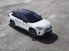 Toyota_RAV4_16