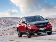 Opel Grandland X Hybrid4, az Év Zöldautója 2020 díj jelöltje