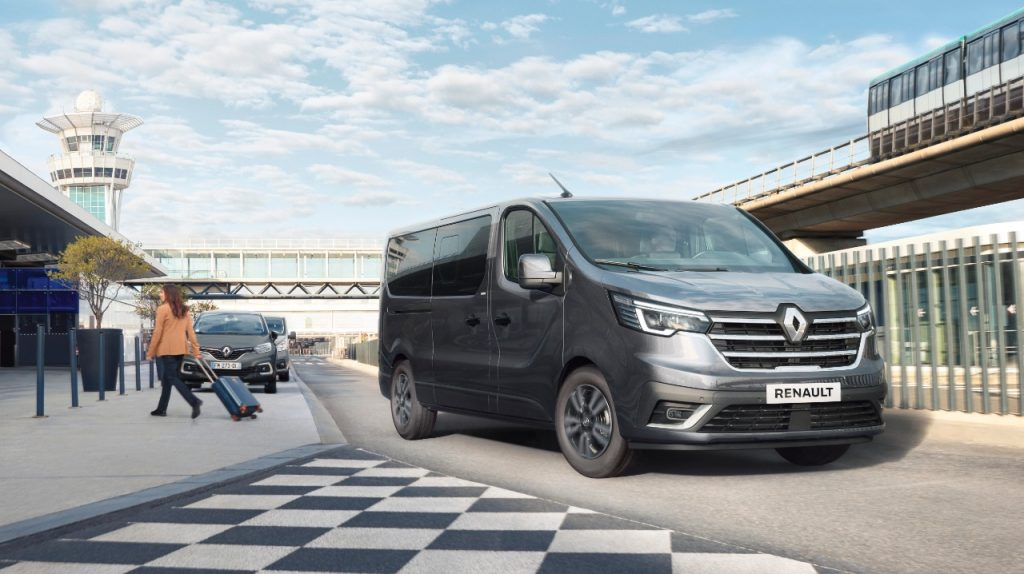 2021-Renault-Trafic-Combi-SpaceClass-are-for-families-VIPs-adventure-3