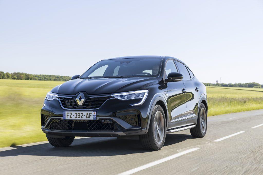2021 - New Renault ARKANA E-TECH test-drives